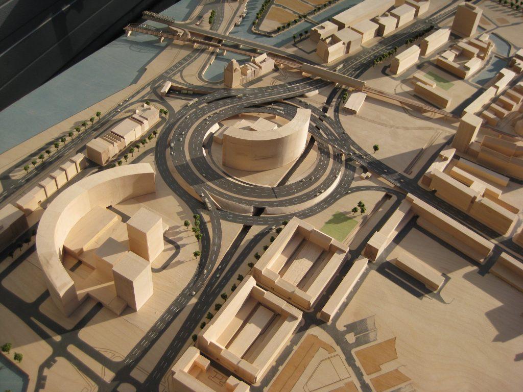 Nooit gebouwd Rotterdam - het Willemstunnel circuit:  Gelukkig nooit uitgevoerd plan uit 1969 voor enorme rotonde en tunnel onder de oude haven. 1:1000. In opdracht van Museum Rotterdam.